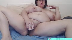 BBW French amateur masturbates with dildo - Vends-ta-culotte