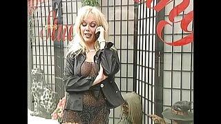 Kelly Trump Classic: Kinky Twin