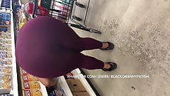 Espontânea com grande bunda preta madura curvada