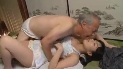 ヘルパーの由愛可奈が高齢者たちと性器を舐め合い生ハメブッカケ