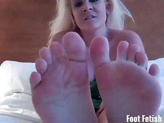 Slutload get my cock hard Get your cock hard for my sexy feet