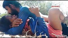 Desi dewar bhabhi ao ar livre fodida