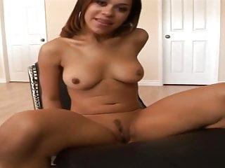 Sex aim - Cette petite cochonne aime bien le sexe hard