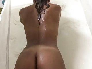 Silikon breast - Fit body girl mit silikons unter der dusche
