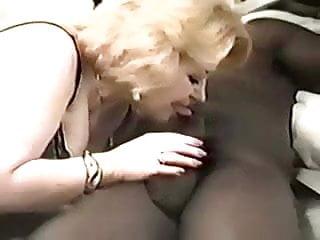 Mature woman gets first big cock Mature woman gets a big dick