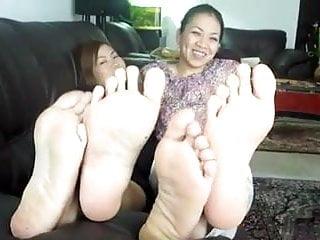 Sexy girls wiggling their feet 2 thai girls toe wiggle tease 2