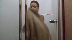 Jodie Foster hairy (bathing in Backdraft)