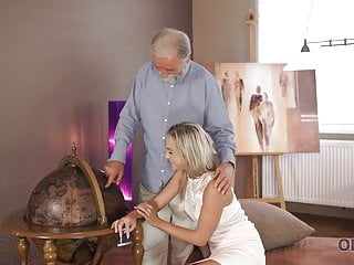 Reading music notes with ease for the adult beginner Old4k. enticing blonde with ease seduces her old geography..