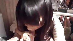 Urocza Japonka dojenia swojego chłopaka na spermę z przodu