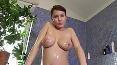 I take a bath and showing my peeing pussy!