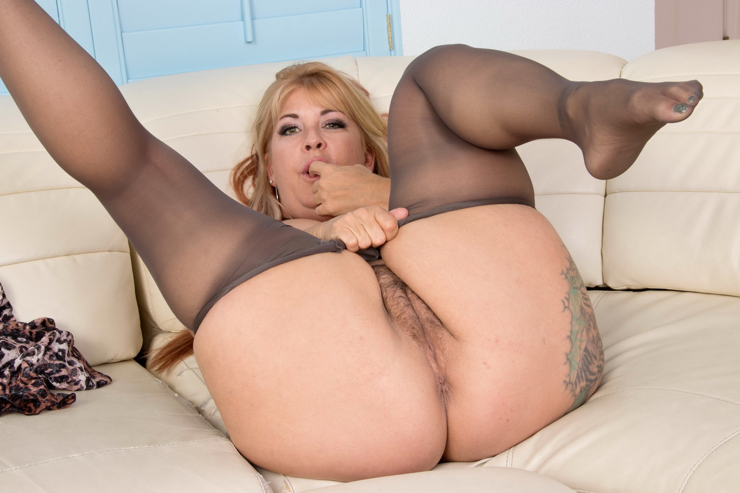 Milf mom mature pantyhose movies