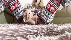 I masturbate in christmas leggings