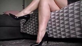 sensual BBW milf leg rubbing and calf shaking