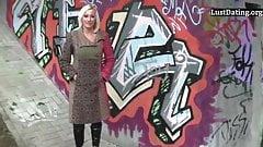 Горячая немецкая милфа-блондинка в любительском видео