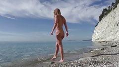 Travel thrash. Nudist girl unexpectedly sucks blogger's dick