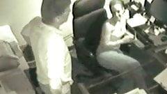 Gruba pupa mieszana dziewczyna rucha się z szefem w biurze