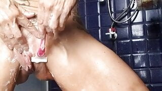 squeaky clean and shave pussy