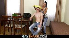 Снятого гетеро парень трахает мускулистый гей