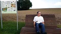 Эксгибиционист в парке