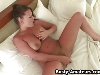 Leslie mann fucked Leslie playing her huge tits while masturbating her pussy