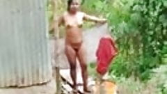 Fare il bagno nudo
