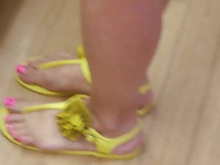 Shoes rubber bottom and divided toes - Incredible pink toes and yellow shoes