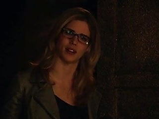 Erotic arrow vibrator - Emily bett rickards - arrow s3e20