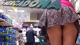 Teen's Extreme Cameltoe in the supermarket – Public Masturbation