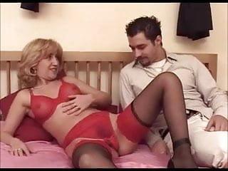 Adult baton club in rouge Mima mature poilu en lingerie rouge