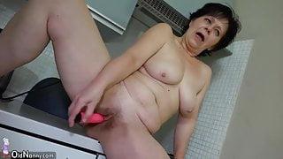 Granny masturbate hairy wet pussy