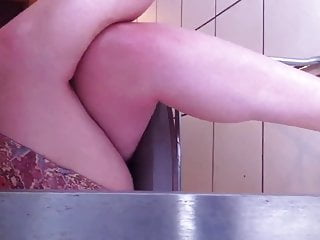 Hidden upskirt pis free Mes pieds sous la table 1