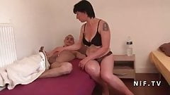 Amateur French mom seduces and gives her ass to a young big