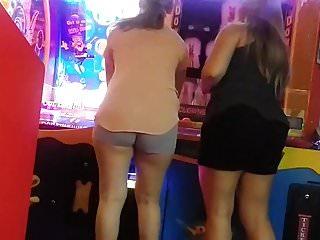 Gym shorts ass shake Candid latina in short shorts making that ass shake.