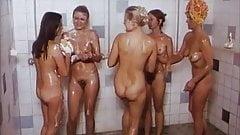 Ragazze nude che fanno il bagno
