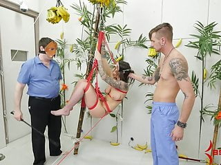 Monkey fist lanyard - Hot babe tied up in tree like a monkey for brutal anal sex