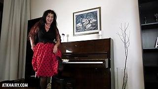 Esmeralda Strips While Playing The Piano To Masturbate