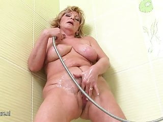 Hot brittnay in the shower xxx Old but so hot mother squirting in the shower