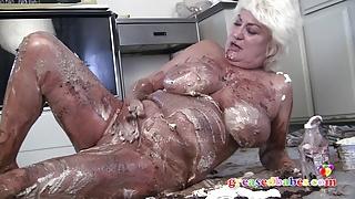 Horny Mature Slut Dana Hayes Gets Wet and Messy
