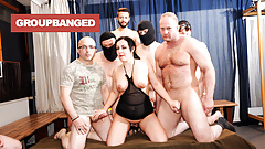 Vea el video completo en hd en groupbanged.com