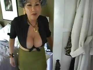 Milf caught me Mum caught me wanking on her bra... it4
