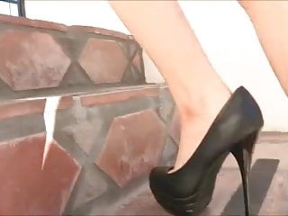 Chubbies shoes Risi fucks her pussy with her shoe - ht