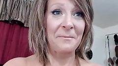 Еще одна сексуальная соло милфы перед вебкамерой