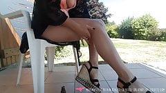 Vends-ta-culotte - morena francesa faz masturbação ao ar livre