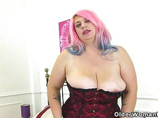 English moms fucked English bbw milf kiki rainbow fucks a dildo