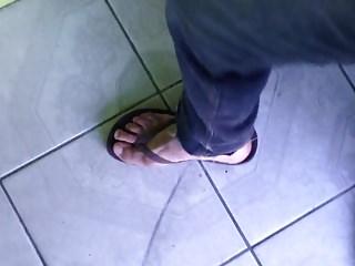 When should women wear pantyhose - Cuming and when wear brown chinelos