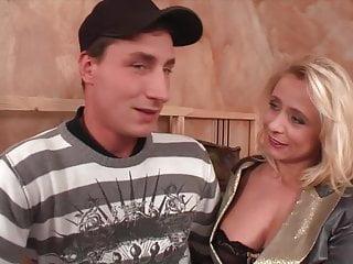 Layla roberts nude Sohn robert und mutter vivia