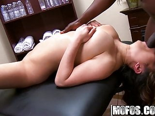 Video happy ending handjob - Mia rider - everyone gets a happy ending - milfs like it bla
