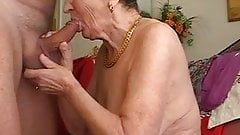 Бабушка любит играть на флейте