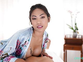 asiatische tiefe kehle porn pics