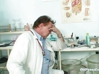 Erotic examination medical story Gyno doctor speculum examines very old mature pussy sofie